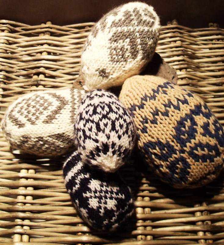 Free pattern for knitting some Easter eggs ! - the guy ...
